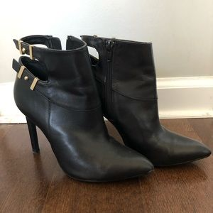 GUESS: Black Heeled Booties
